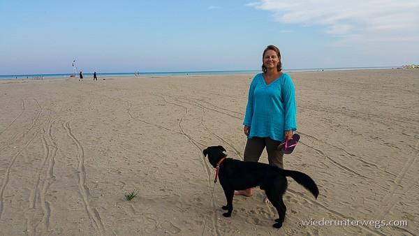 Caorle mit Hund am Strand