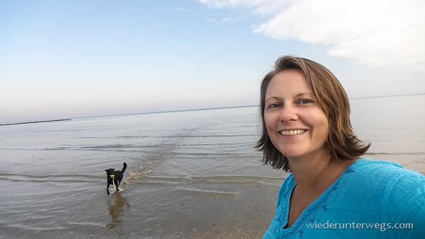 Caorle abends am Strand mit Hund