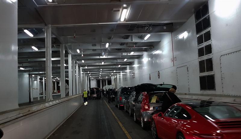 Einfahrt Fähre TT Line von Schweden nach Deutschland parkdeck
