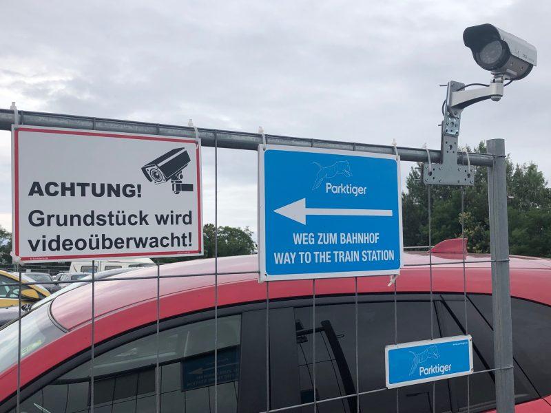 Parktiger Parkplatz in Schwechat nahe dem Flughafen Wien