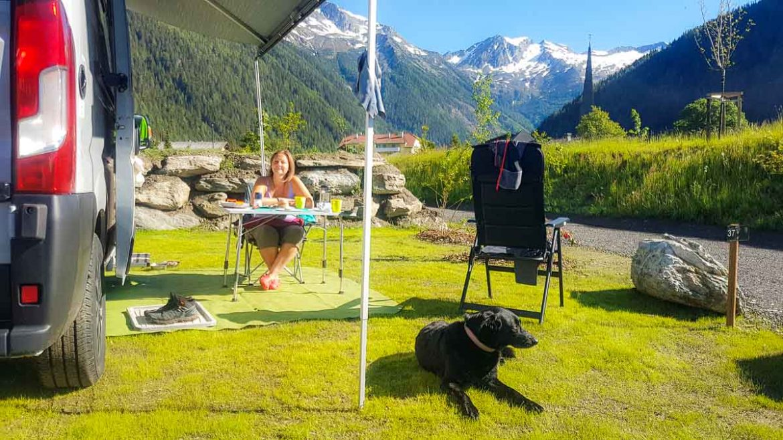 Hund beim Camping in Mallnitz