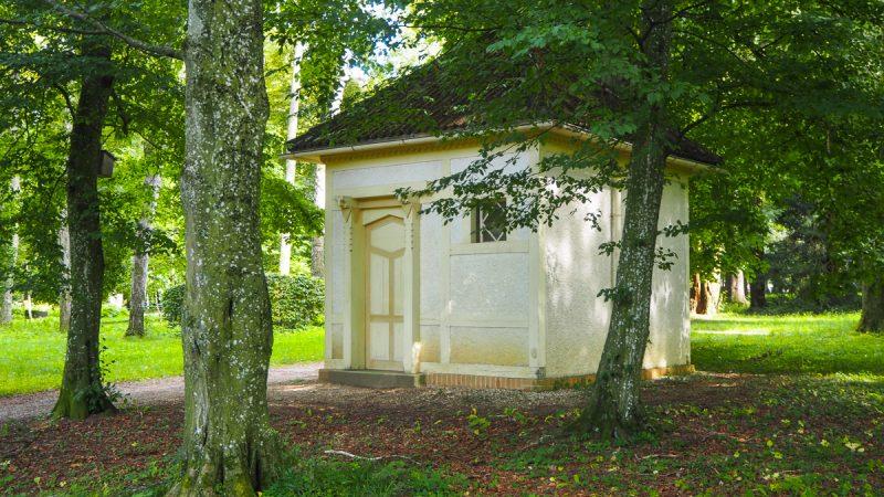 Jugendstil WC Häuschen im Kurpark Bad hall