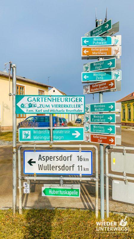 Schilder Wanderwege Mailberg