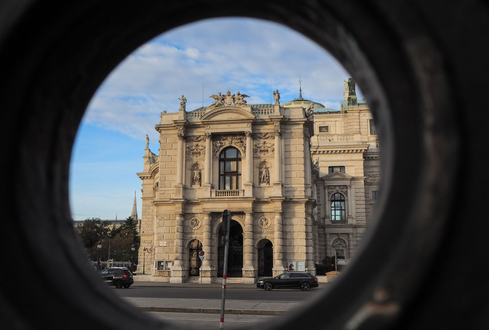 Burgtheater vom Volksgarten aus